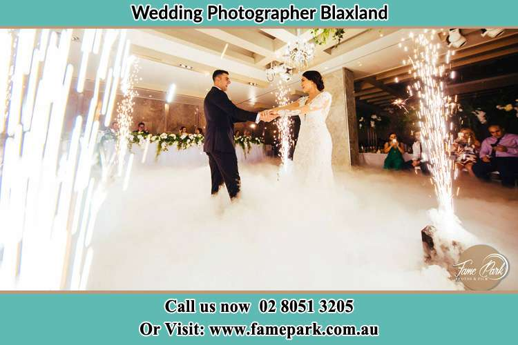 Photo of bride and groom dancing Blaxland NWS 2774